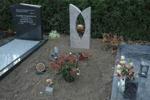 grafmonument, brons en graniet